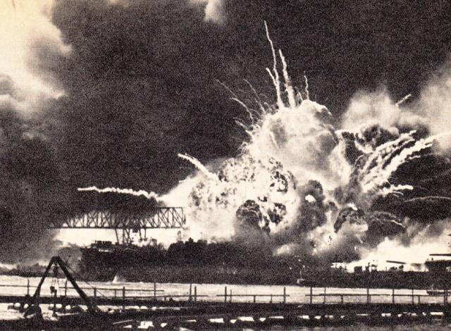 L' esplosione del Cacciatorpediniere USS Shaw
