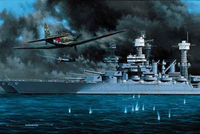 Un Aerosilurante Giapponese lancia il siluro contro una Corazzata USA