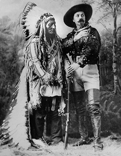 Toro Seduto insieme a Buffalo Bill durante la Tournéè del Wild West Show