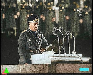 Benito Mussolini mentre pronuncia il discorso il 3 gennaio 1925.