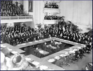 Le delegazioni riunite a Versailles