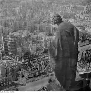 Gli esiti del bombardamento di Dresda